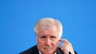 Alman İçişleri Bakanı: Ülkesine tatile giden Suriyeli mültecilerin bu statüsü iptal olabilir