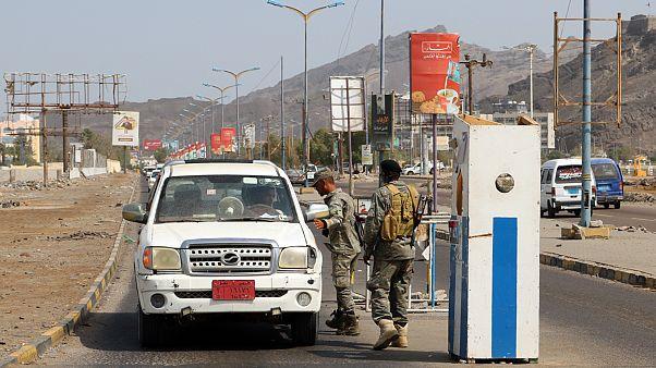 Riyad öncülüğündeki koalisyon güçlerinden Sana'da operasyon, ayrılıkçılardan Ebyen'de kuşatma