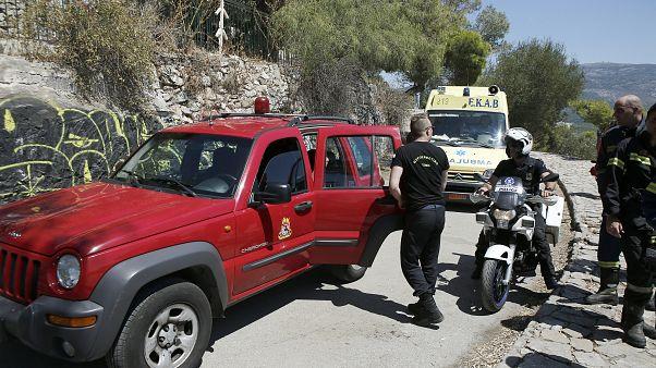 Πυροσβέστες και ασθενοφόρο του ΕΚΑΒ (αρχείου)