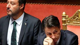 İstifa eden İtalya Başbakanı Conte (sağda) ile İçişleri Bakanı Salvini