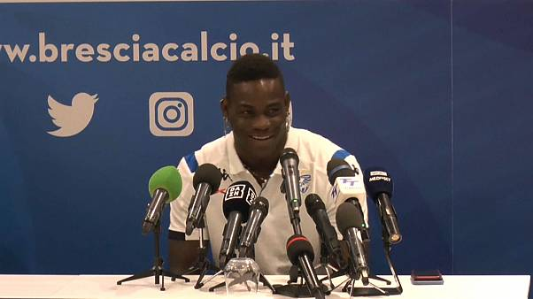 Mario Balotelli feliz no regresso a casa