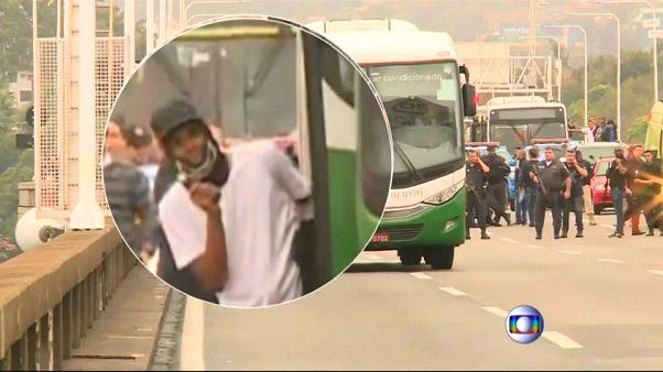 Abatido homem que fez 37 reféns num autocarro no Brasil
