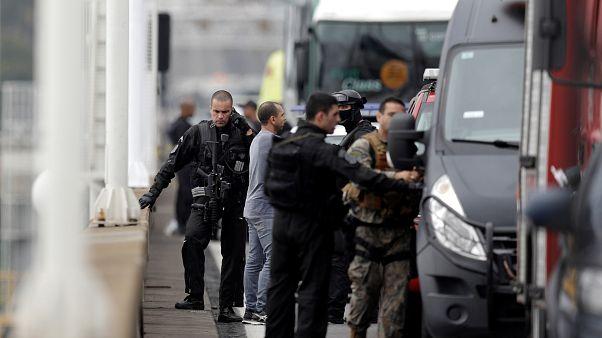 Brezilya'da 37 yolcuyu rehin alan saldırgan keskin nişancı tarafından vuruldu