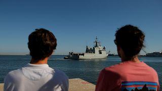 İtalya'nın ülkeye almadığı 107 göçmen için İspanya askeri gemi gönderiyor