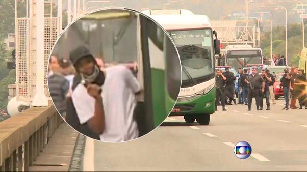 گروگانگیری در بزرگراه برزیل؛ تکتیرانداز مهاجم را در اتوبوس از پای درآورد