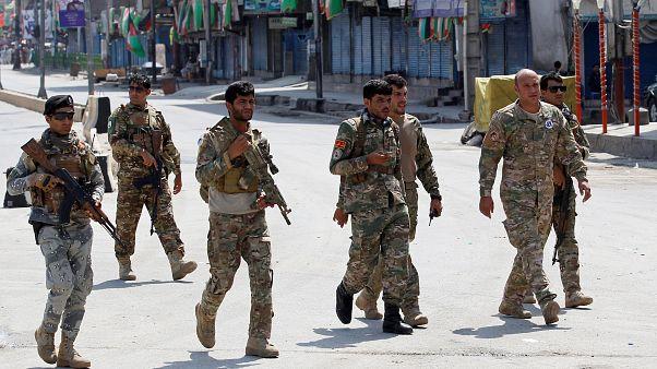 Több mint 120-an sérültek meg egy afgán robbantássorozatban