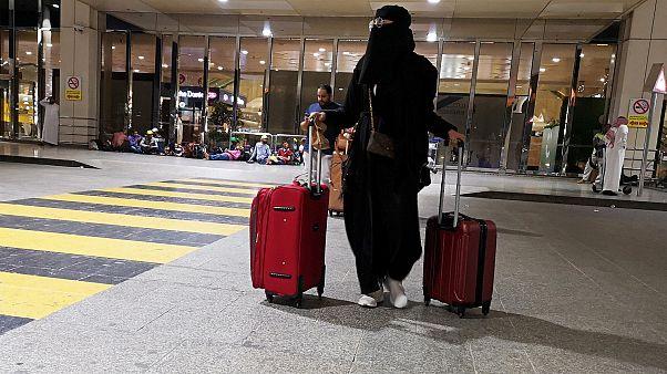 Suudi kadınlar erkeklerden izin almadan yurt dışına seyahat etmeye başladı