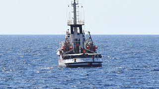 الإدعاء الإيطالي يأمر بإنزال المهاجرين الموجودين على متن سفينة الإنقاذ أوبن آرمز في جزيرة لامبيدوزا