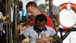Desembarcan en Lampedusa los 83 migrantes que aún estaban en el Open Arms tras la orden del Fiscal