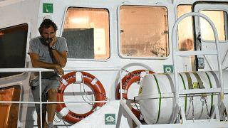 El fundador de Open Arms en el barco de la ONG
