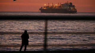 """Sardinya Adası'ndan 40 kilo plaj kumu """"çalan"""" Fransız turistler 6 yıl hapis cezası ile karşı karşıya"""