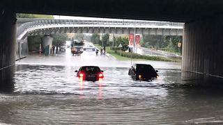 İstanbul'da sağanak yağış: Altgeçitleri su bastı