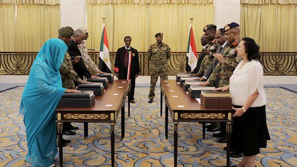 رئيس الوزراء السوداني الجديد عبد الله حمدوك يتعهد بتحقيق السلام