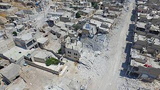 Saldırılar sonucu İdlib'in Han Şeyhun kasabasındaki bir çok bina kullanmaz hale geldi