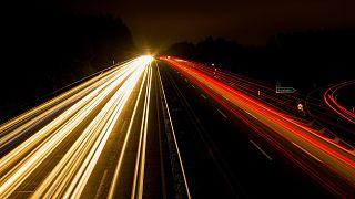 8-Jähriger stiehlt Auto der Mutter und fährt nachts über die Autobahn