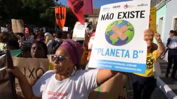 """""""Non esiste un Pianeta B"""". (Proteste a Salvador de Bahia, 21.8.2019)."""