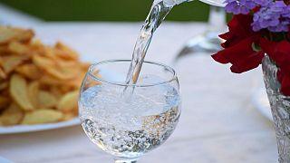 سازمان جهانی بهداشت: نوشیدن آب حاوی ذرات ریزپلاستیک «خطرناک» نیست