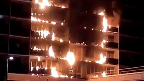Hochhaus steht in Flammen: Tödlicher Brand bei Paris