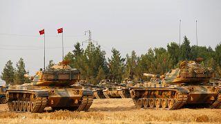 دبابات تركية بالقرب من الحدود السورية