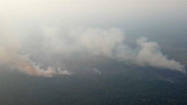 Bolsonaro alega falta de recursos para combater incêndios na Amazónia
