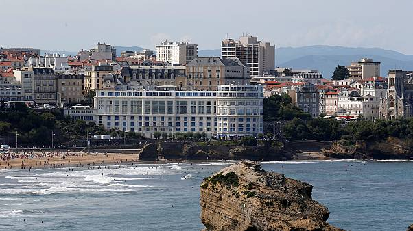 Még strandolnak a biarritzi csúcs előtt