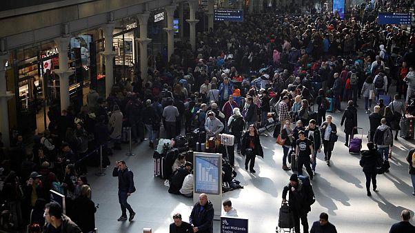 Brexit'in etkisiyle İngiltere'de göçmen sayısı 2013'ten bu yana en düşük seviyesinde