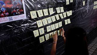 """Jovens de Hong Kong pedem """"democracia ou morte"""""""