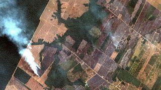 """Bolsonaro acusa a Macron de """"injerencia"""" por los incendios en la Amazonia"""