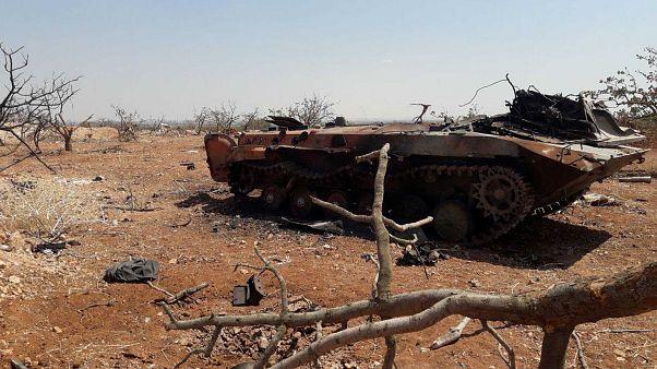 عربة عسكرية تآكلها الصدأ ويبدو أنها في إدلب