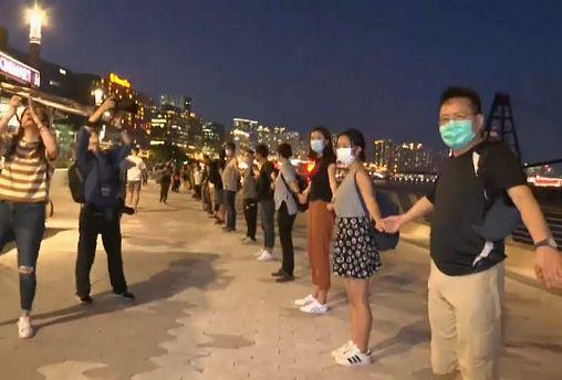 À Hong Kong, une chaîne humaine pour la démocratie