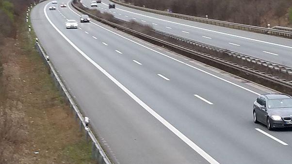 Wieder auf der Autobahn: 8-Jähriger fährt 180 km/h und baut Unfall