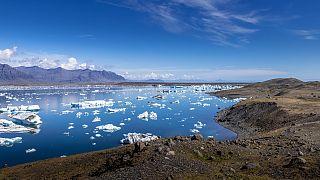 روسيا تطلق أول محطة نووية عائمة في العالم لعبور مياه القطب الشمالي
