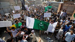 Índia coloca Caxemira sob bloqueio