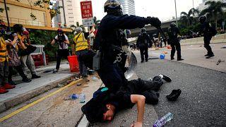 Hong Kong protestolarında 12. hafta: Polis, göstericilere gaz ve copla müdahale etti