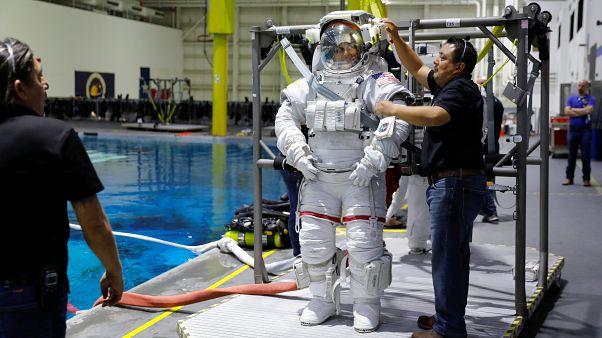 Uzayda işlenen ilk suç iddiası: Astronot, boşanma davası açan eşinin banka hesabına girdi