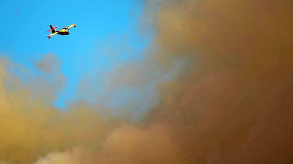 Σε ύφεση η φωτιά στη Σάμο - Εκκενώθηκαν ξενοδοχεία και οικισμοί