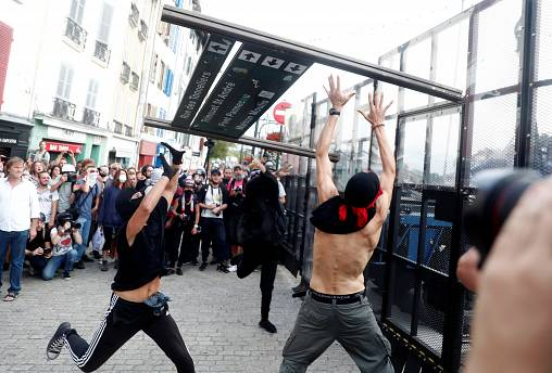 French police use tear gas on G7 protesters in Bayonne