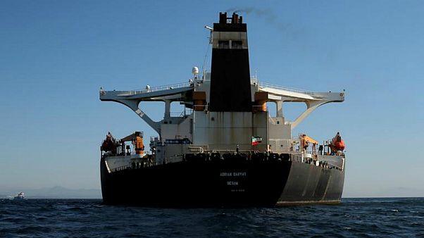 نیروی دریایی ایران آماده اسکورت ابرنفتکش آدریان دریا-۱ است