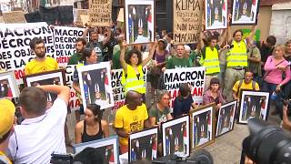 Protesters march in Bayonne carrying stolen portraits of Macron