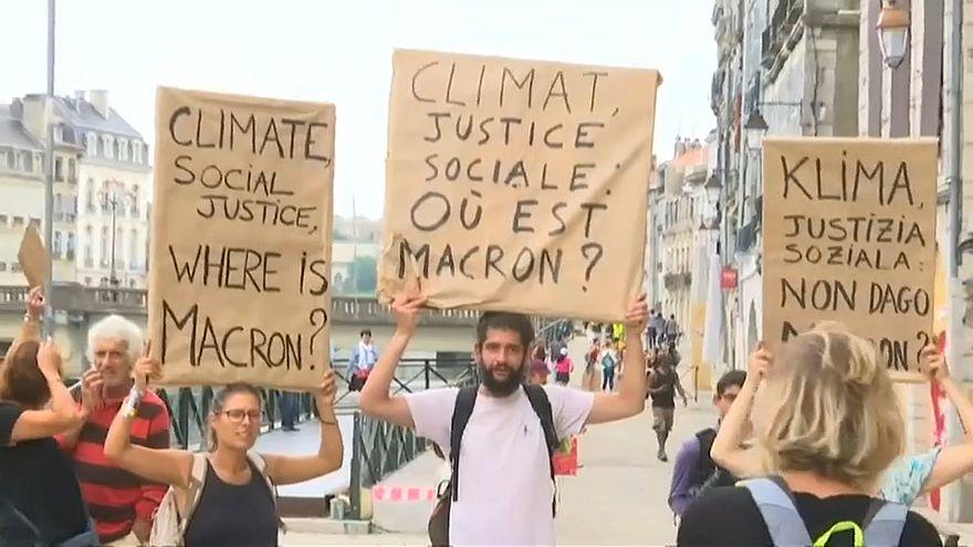 ویدئو؛ تظاهرات علیه ماکرون و گروه ۷ در شهر بایون فرانسه