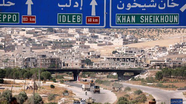 تحت القصف .. أسرة سورية تبقى في خان شيخون خلال هجوم لطرد مقاتلي المعارضة
