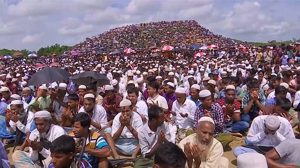 Thousands of Rohingya refugees gather for 'Genocide Day' prayer