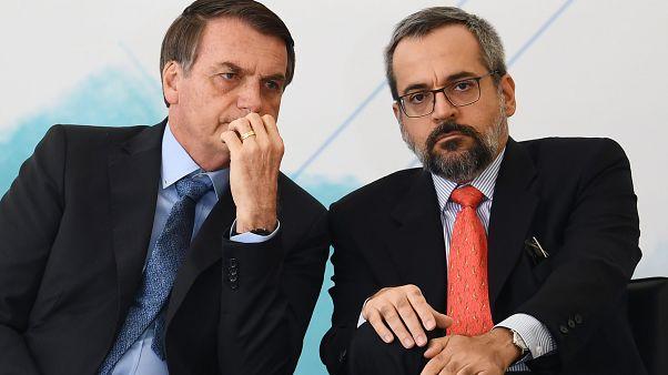 Bolsonaro e un suo ministro insultano sui social Macron e Brigitte