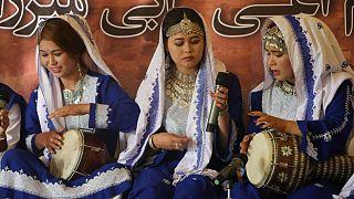 رونمایی از نماد زنانه موسیقی در سومین جشنواره دمبوره بامیان