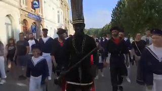 """""""Дикаря"""" гонят с карнавала"""