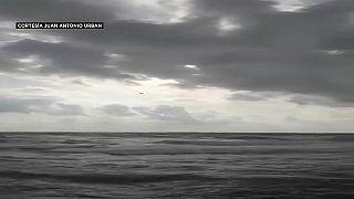 El momento en el que el avión se precipita al mar