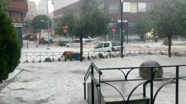 Flash flooding in Madrid region sweeps away vehicles