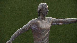 Inaugurata a Barcellona la statua dedicata a Johan Cruyff