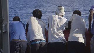 مهاجرين تم إنقاذهم في البحر الأبيض المتوسط- أرشيف رويترز