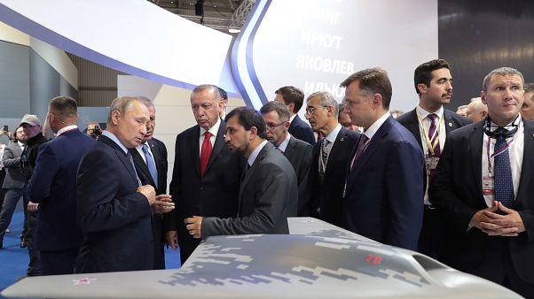 Putin ile Erdoğan Moskova'daki fuarda yeni nesil Rus savaş uçağını inceledi
